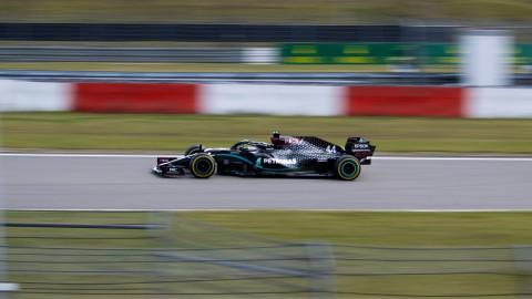 Botsing met Hamilton levert Verstappen drie strafplaatsen op voor volgende race
