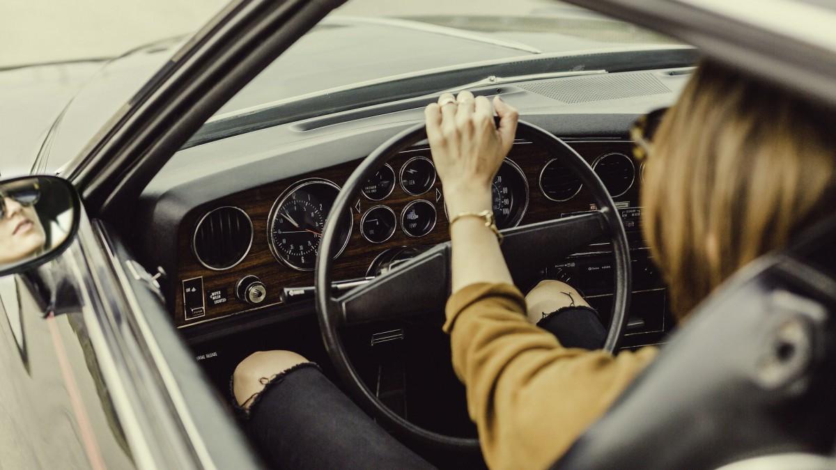 Treintje slimme auto's remt zélf voor rood verkeerslicht