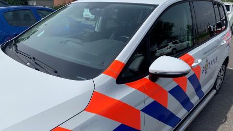 Vrouw bekneld in auto door ongeval in Heerhugowaard; brandweer knipt dak open