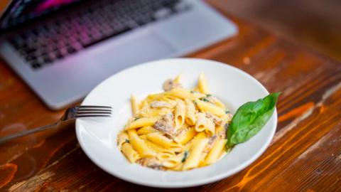 Recept van de week:  Romige veganistische worst en spinaziepasta